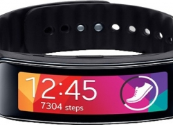 Samsung Gear Fit Charcoal Black Smartwatch  (Black Strap Regular)
